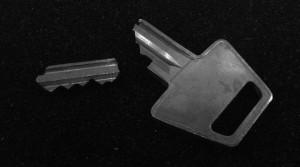 knækket nøgle sort hvid